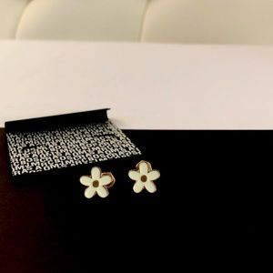 MARC BY MARC JACOBS gold & cream daisy earrings